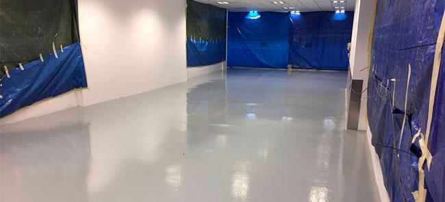 Cómo tratar correctamente las humedades en pavimentos industriales